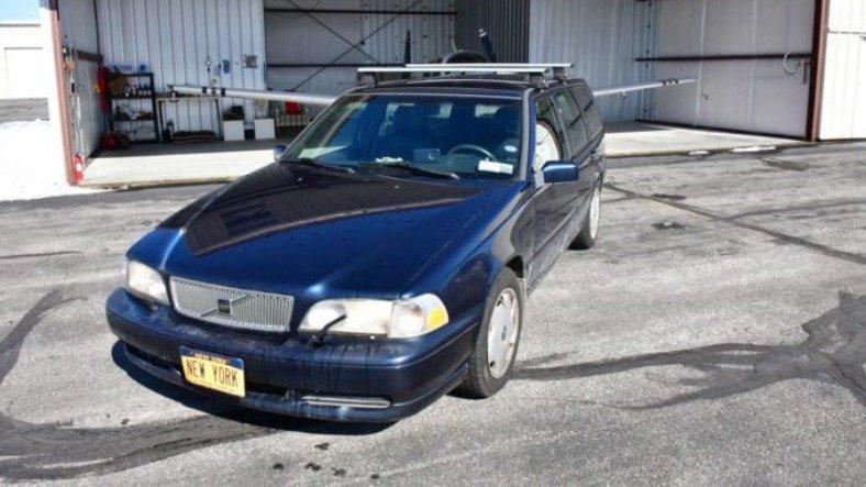 50 Yaşındaki Volvo V70'eSadece Plakası Nedeniyle 20 Milyon Dolar Değer Biçildi