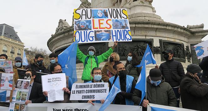 Fransa'da Uygur Türklerine destek protestosu